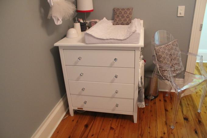 I nursery - change table