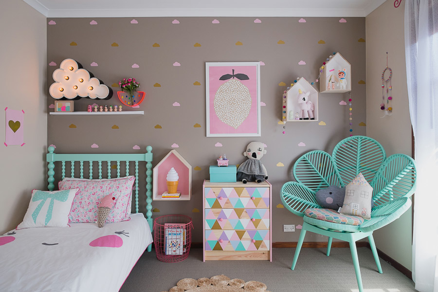 Fresh find petite vintage interiors collaborates with laura blythman catherinegrace for Chambre de petite fille