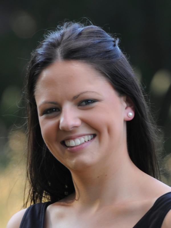 Headshot for website - Samantha Dunne